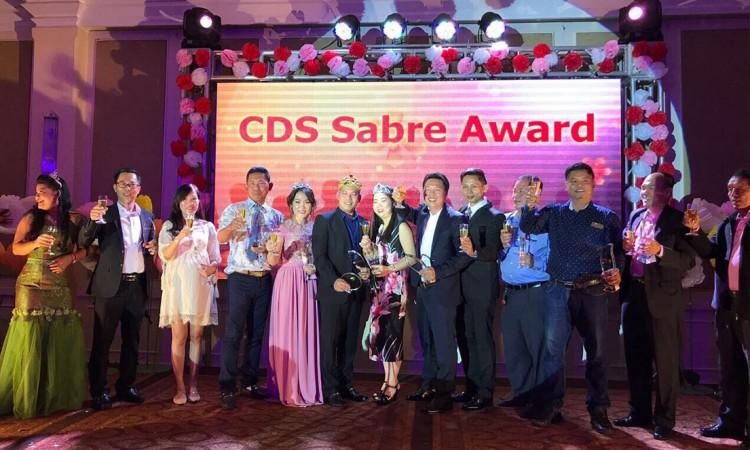 ថ្ងៃទី 29 ខែ មេសា 2017 ក្រុមហ៊ុនទេសចរណ៍ វើលដ៏ផប ទទួលបានពានរង្វាន់ឆ្នើម ពីក្រុមហ៊ុន CDS (Cambodia Distribution System) និង (Sabre Global Distribution System)